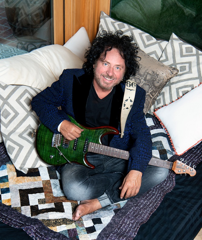 Steve Lukather. Photo by Alex Solca.